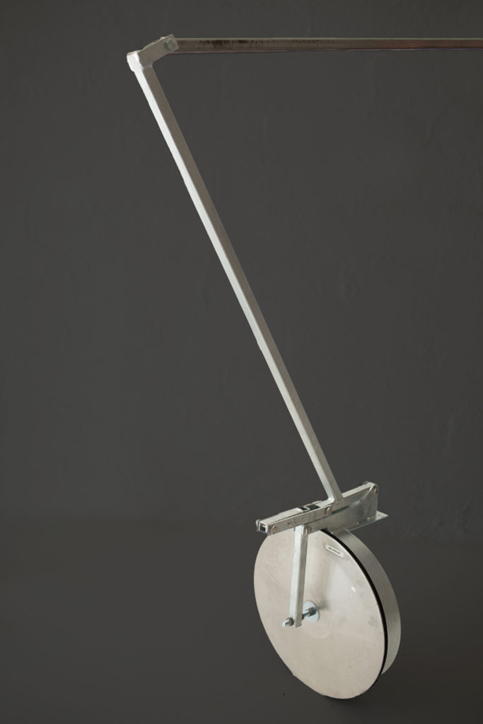 Bay plugger with a straight fixed handle